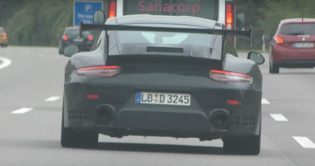 Прототип Порш 911 GT2 замечен наавтобане вГермании