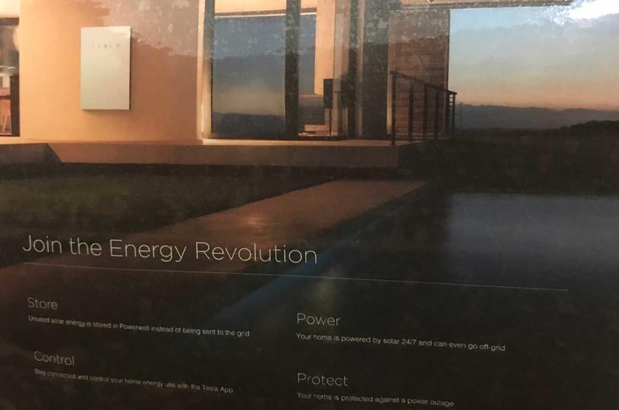 Tesla представила солнечную батарею ввиде крыши