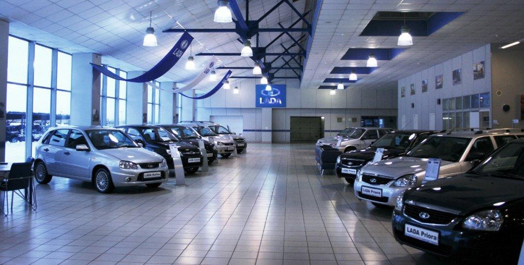 В октябре продажи автомобилей в России снизились на 4