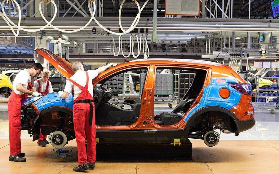 Объём производства легковых автомобилей вРФ снизился на11% ссамого начала года
