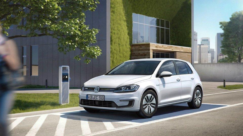 Новый VW e-Golf стал скорее, мощнее и«умнее»