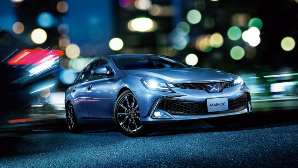 ВЯпонии представлен обновлённый седан Тойота Mark X2017 модельного года