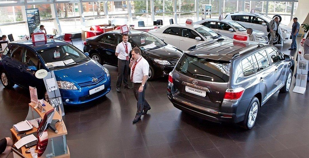 Жители России всамом начале года потратили полтора триллиона руб. напокупку машин