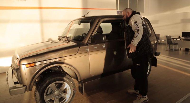 Блогер неповерил, что загод автомобиль вырос вцене на87 тысяч. Кадр: YouTube-канал ASATA channel