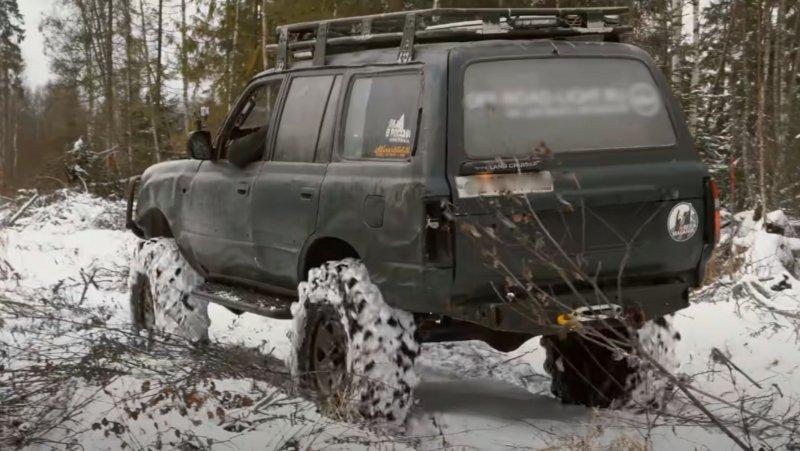 Тяговый Toyota Land Cruiser80. Кадр: YouTube-канал Mars Mars